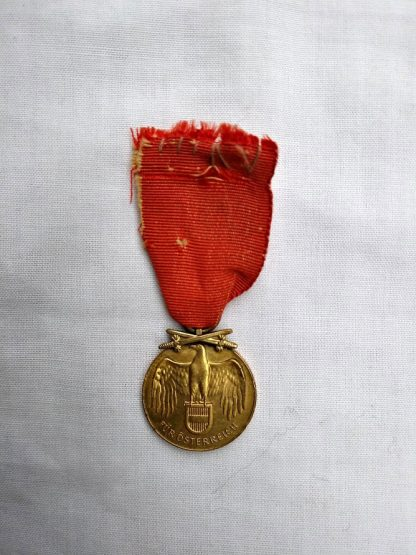 Austrian Commemorative War Medal ' Fur Osterreich 1914-1918 with cross swords
