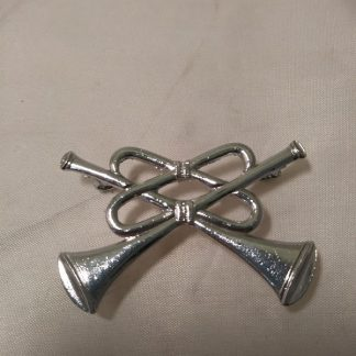 RAF band crossed Trumpets silver metal cap badge