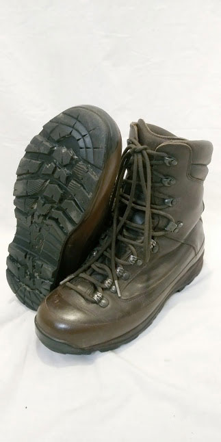 Altberg defender boots British Army